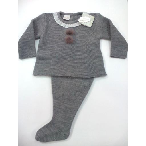 Conjunto de bebé canastilla en gris con pompóm