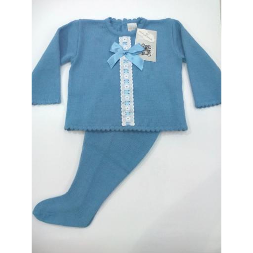 Conjunto de bebé de canastilla en azul empolvado.