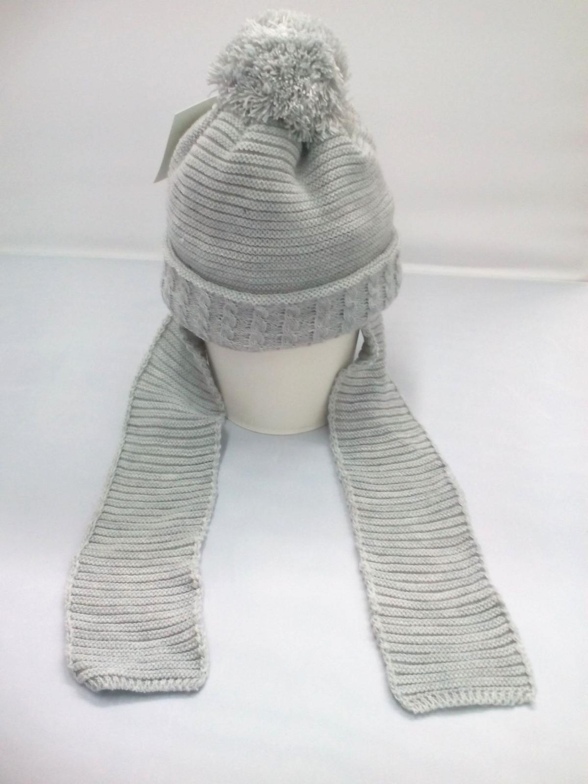 Gorro gris con bufanda unida de Jose Luis Navarro