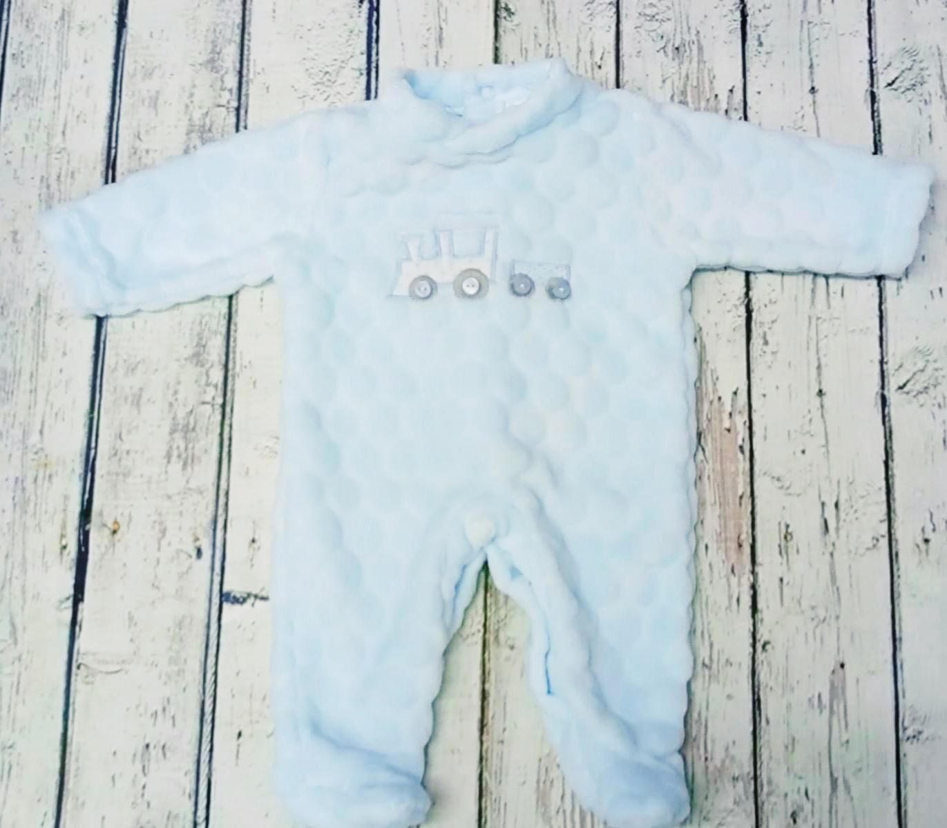 """Pijama de bebè """" Tren"""" azul  de Deolinda."""