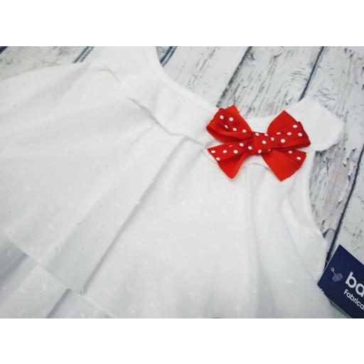 Conjunto de niña con camisa blanca de Basmarti. [2]