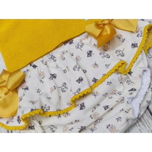 Conjunto de niña mostaza de Pangasa Baby. [0]