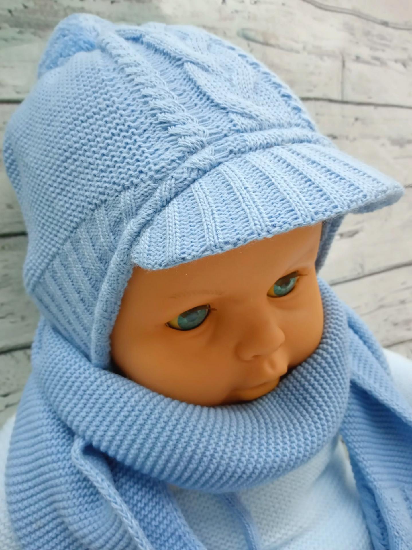 Gorro de niño  con bisera y bufanda en azul intenso de Jose Luis Navarro.