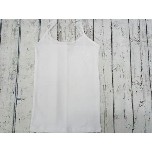 """Camiseta interior blanca de niña de tirantes """" Mariposas""""  de Pera."""