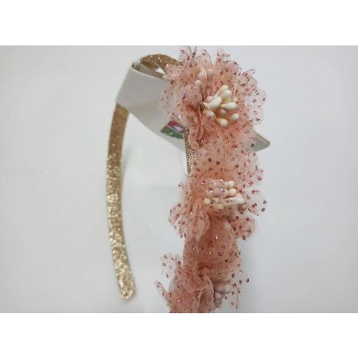 Diadema de Niña para ceremonia en rosa empolvado de Inca Hair.