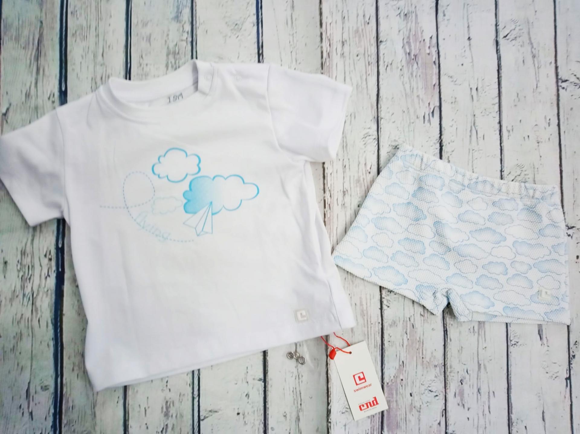 Conjunto de Camiseta con bañador de niño Nubes de Condor.