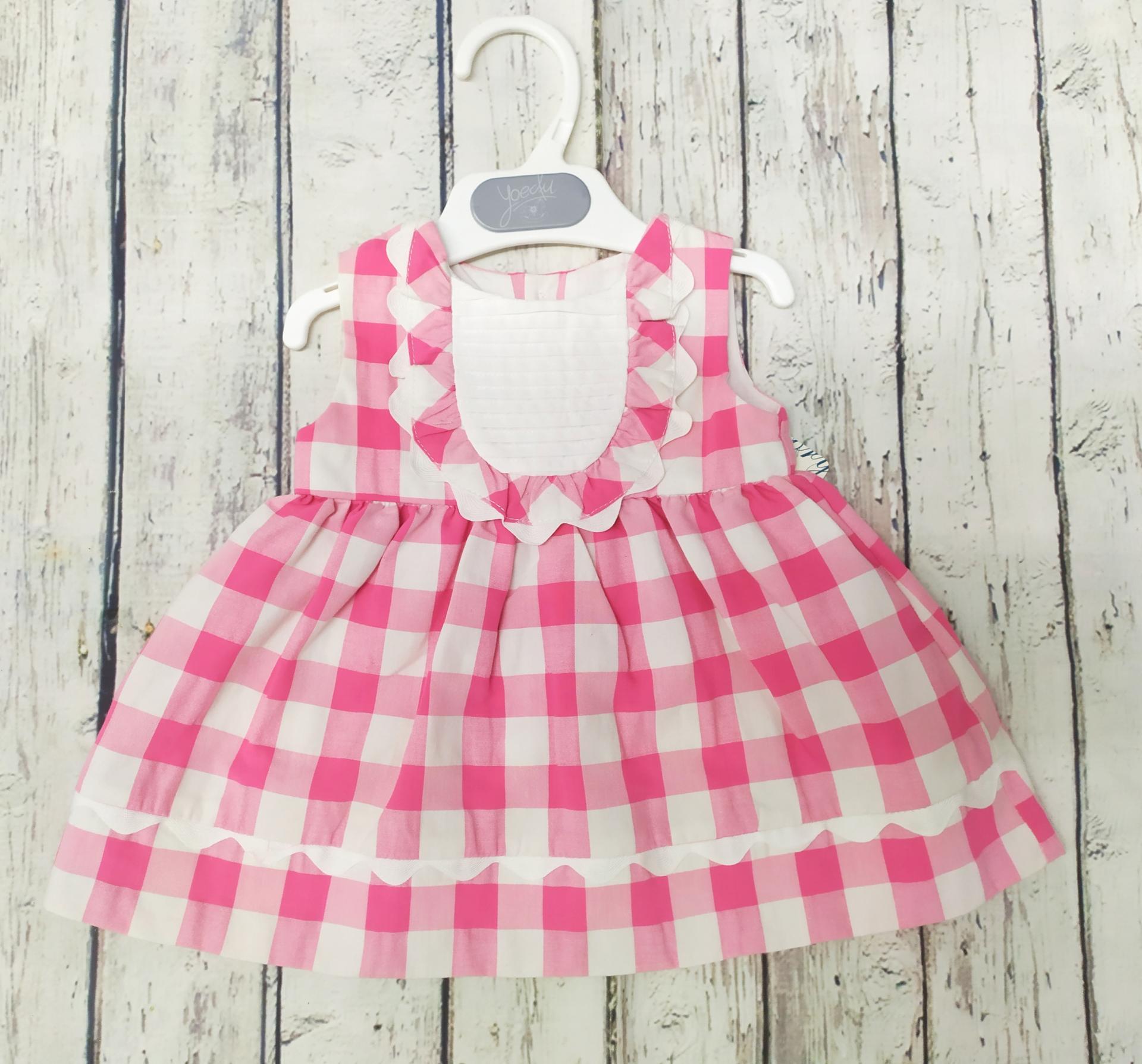 Vestido de niña cuadros en rosas .