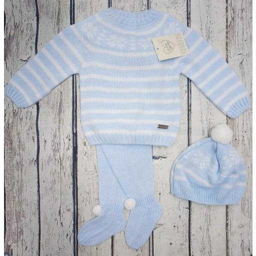 "Jersey con polaina de bebé "" Greca"" en celeste y gorro  de Prim baby."