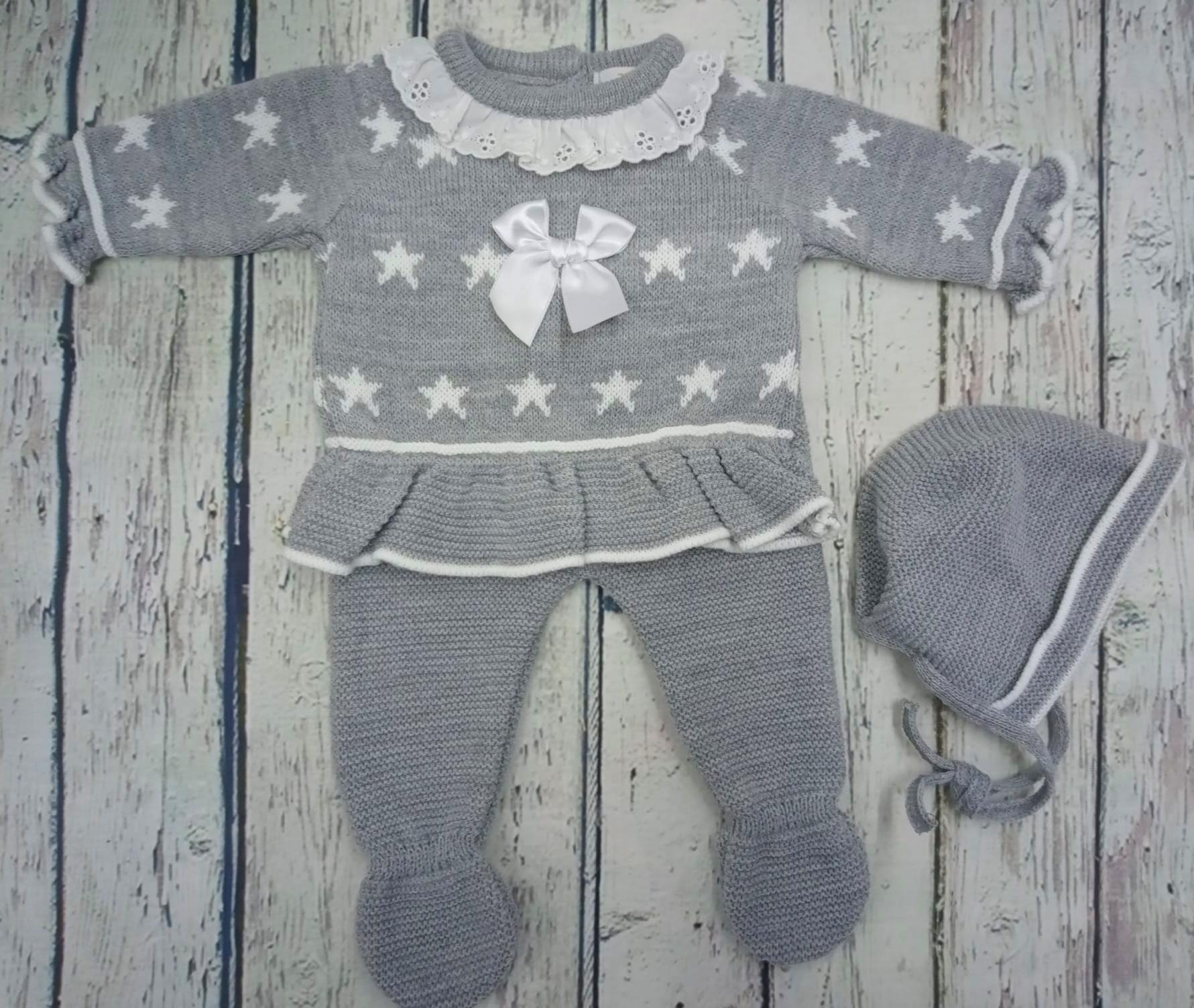 """Jersey con polaina de bebé """" Estrellas"""" en gris y capota  de Tony Bambino."""
