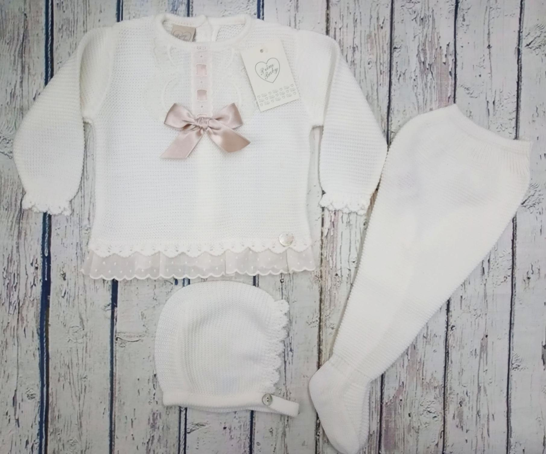 """Jersey con polaina de bebé """" Puntillas"""" en marfil  y capota  de Prim Baby."""