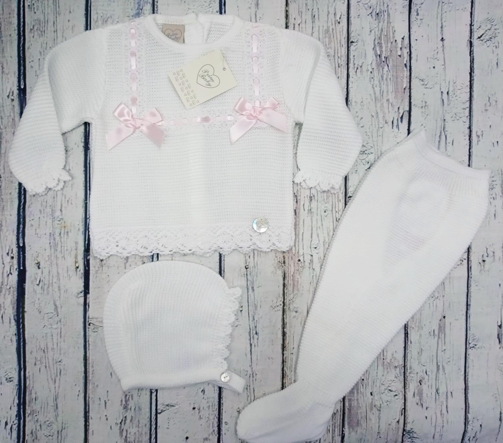 """Jersey con polaina de bebé """" Puntillas"""" en blanco  y capota  de Prim Baby."""