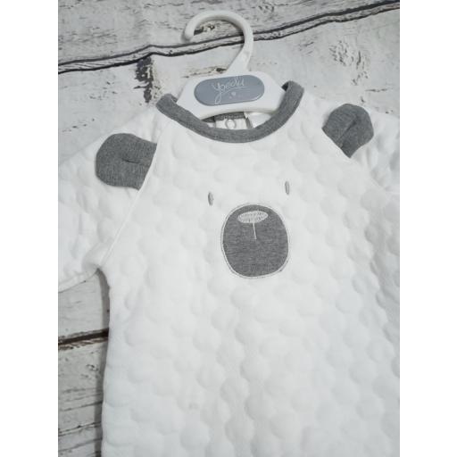 Pijama bebé crudo con Osito de Deolinda. [1]
