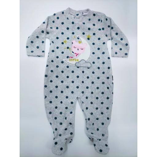Pijama bebé gris con motas y luna de Yatsi.