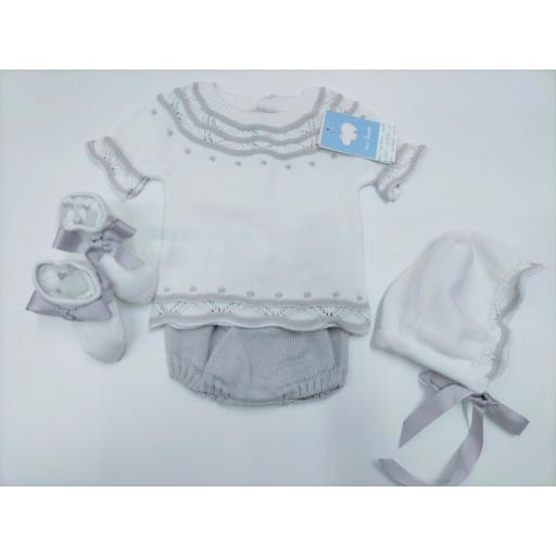 Jersey bebé con ranita , patucos  y capota en blanco/gris de Mac Ilusion.