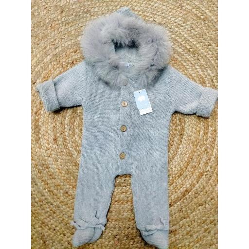 Buzo  punto de bebé capucha de pelo  en gris  de Mac Ilusión.