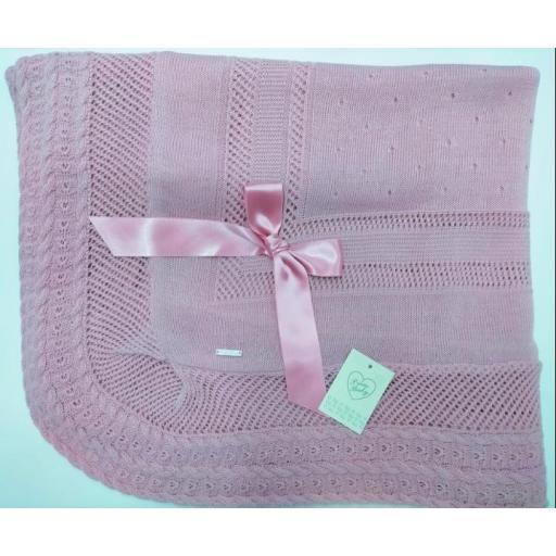 Toquilla de perlé   en  rosa maquillaje de Prim Baby.
