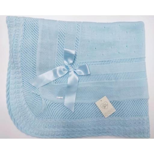 Toquilla de perlé   en  azul  de Prim Baby.
