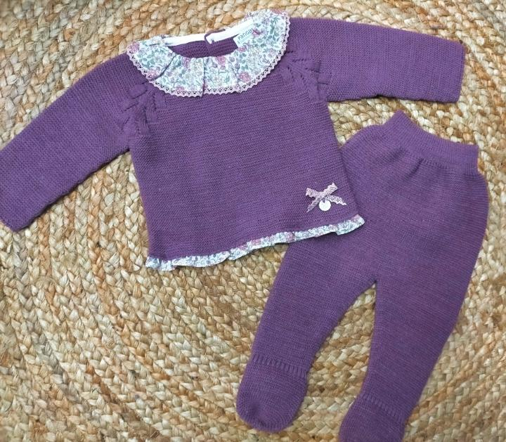 """Conjunto de bebé polaina morado """" Sweet Violet """" Pangasa."""