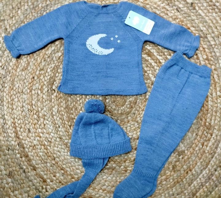"""Conjunto  con polaina de bebé azulin """" Luna""""   de Mac Ilusión."""