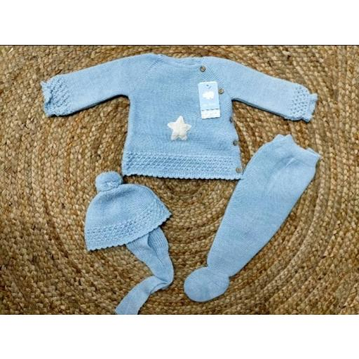 """Conjunto  con polaina de bebé azul """" Estrella""""   de Mac Ilusión."""