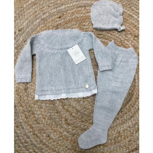 Jersey puntilla de bebé con polaina y gorro en gris de prim Baby..