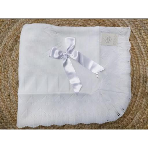 Toquilla de bebé en blanca de Prim Baby.