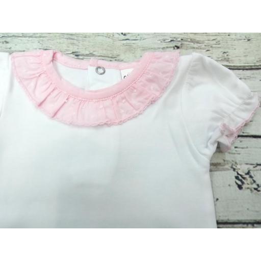Body de bebé de manga corta  con  cuello rosa . [1]