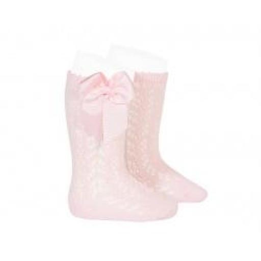 Calcetines altos calados de perlé en rosa de Cóndor.