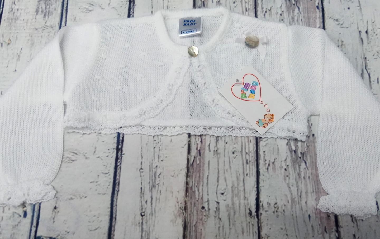 Chaqueta de bebé en blanca de perlé.
