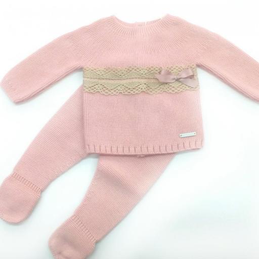 Conjunto de bebé en rosa empolvado de Pangasa.