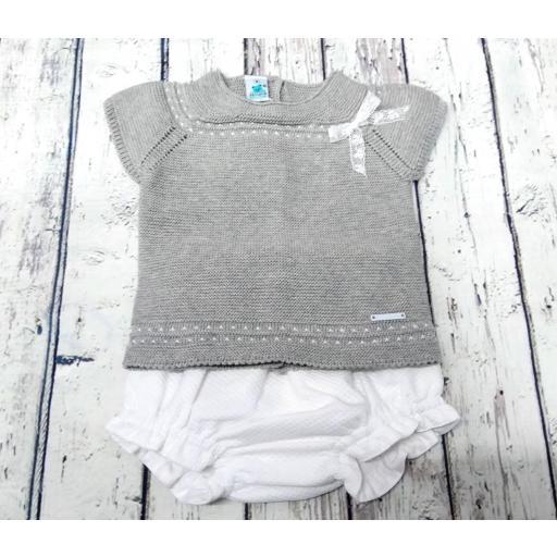 Conjunto de bebé en gris de Pangasa
