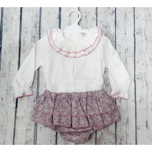 Conjunto de niña con culetin rosa de Pipos. La chaqueta se vende aparte. [1]