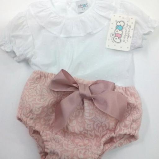 Camisa de niña con cubrepañal en rosa empolvado de Pipos. La chaqueta se vende aparte. [1]