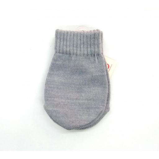 Manoplas de bebé en gris de Cóndor.