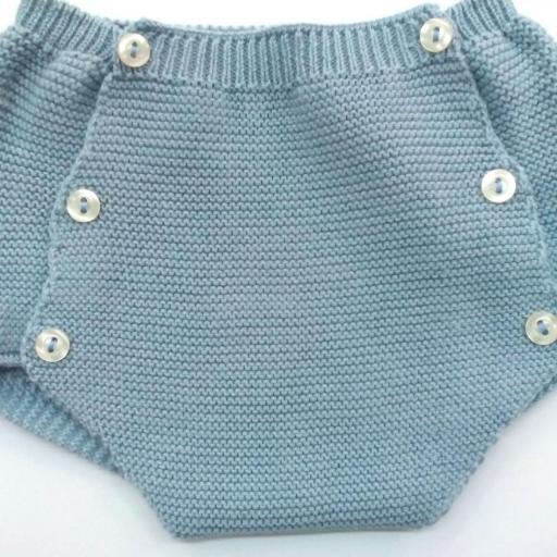 Conjunto de bebé en azul empolvado de Pangasa.  [2]