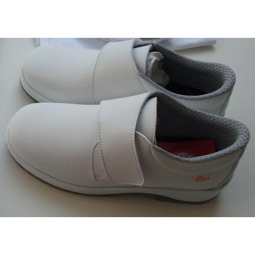 Zapato velcro blanco. [1]