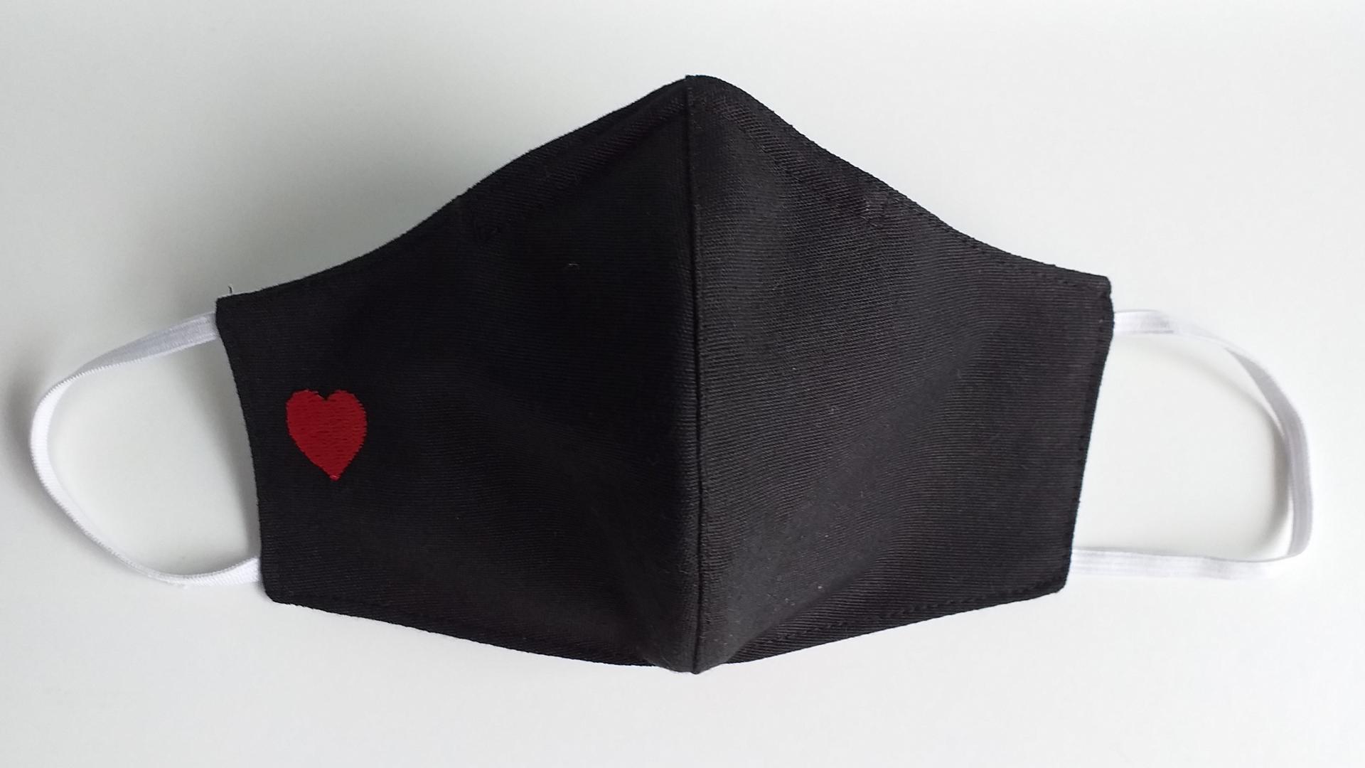 Mascarilla Negra corazón bordado MP-TR
