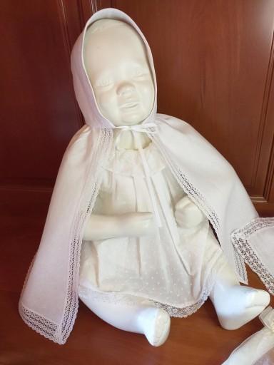 Capa de Bautizo de lino blanca Bordada.
