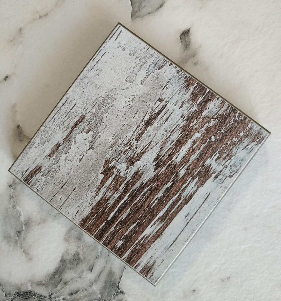 Compacto pátina decapé