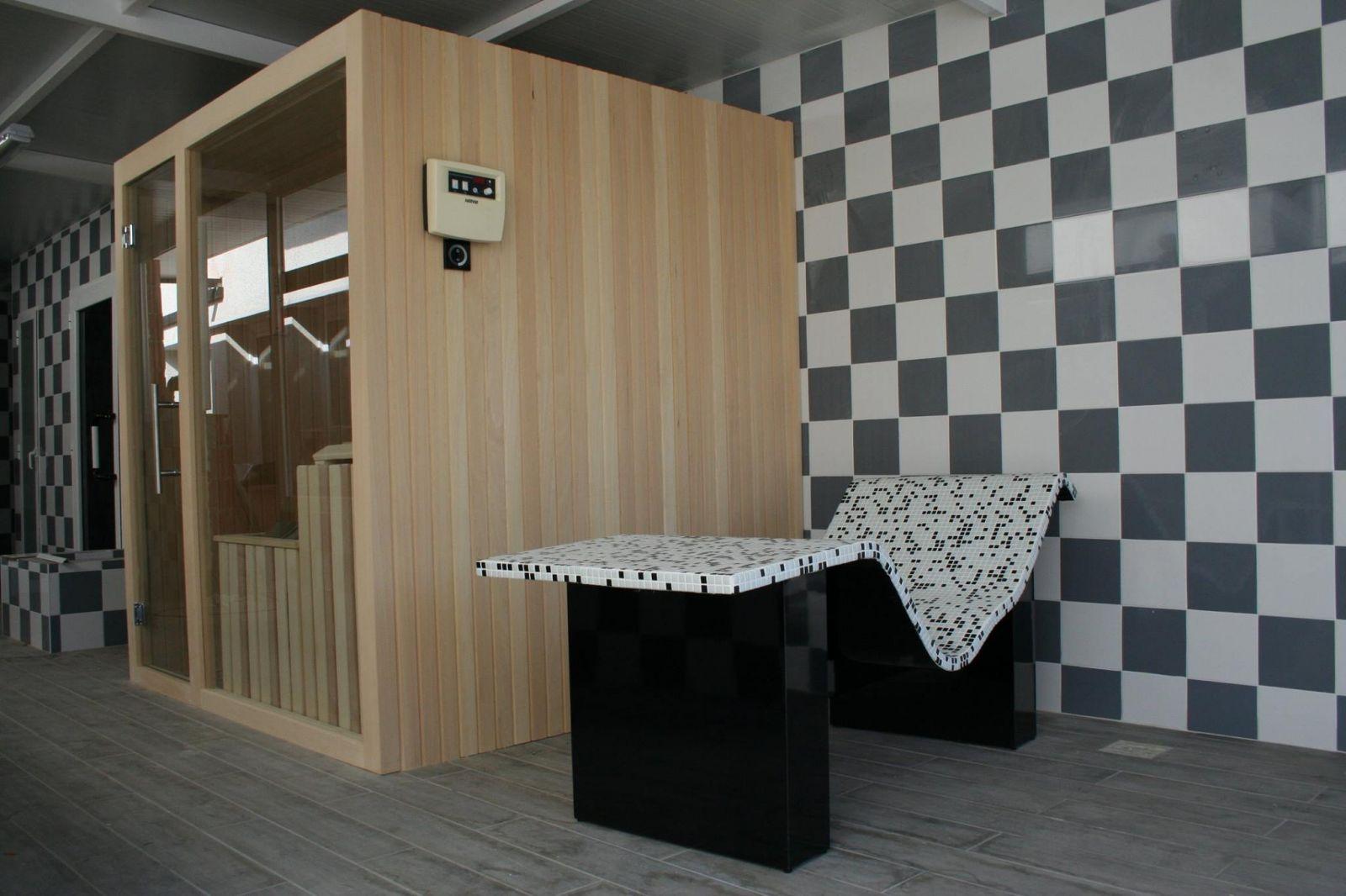 Sauna y tumbona Termica fabricada gresite