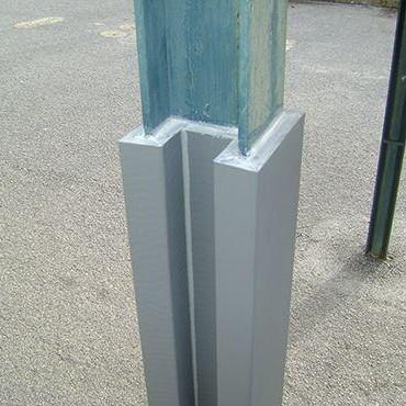 Protector-señalizador de columnas [2]