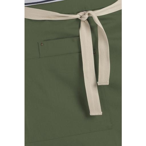 Delantal corto verde bolsillos [1]