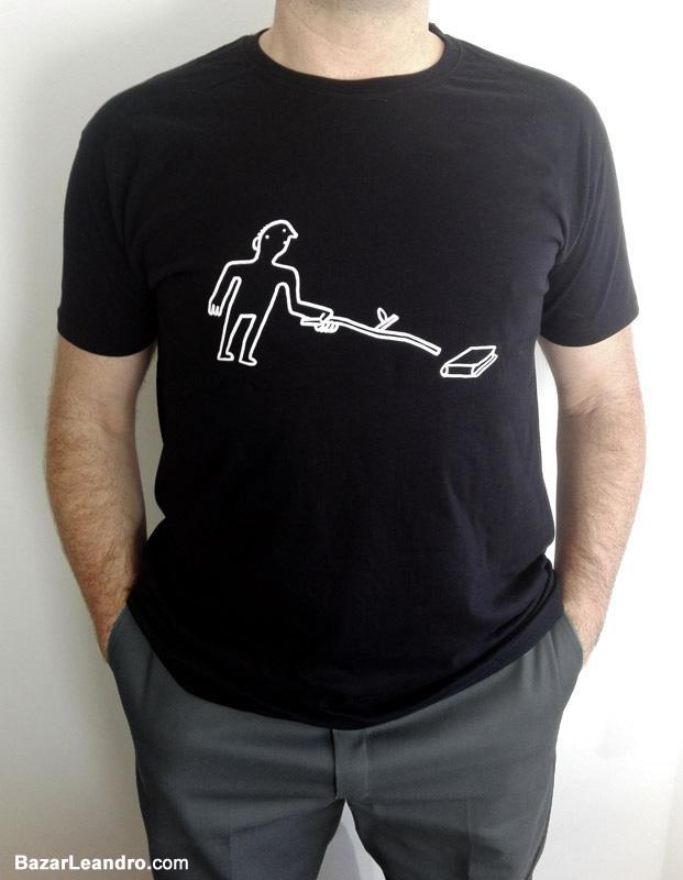 Camiseta negra NO SE ASUSTE, ES UN LIBRO