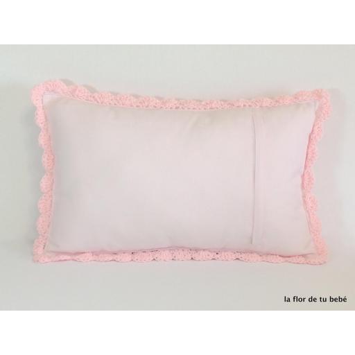 Cojín Crochet rectangular rosa bebé [1]