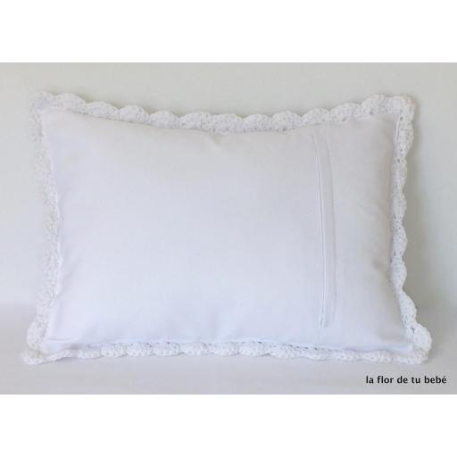 Cojín Crochet rectangular blanco [1]