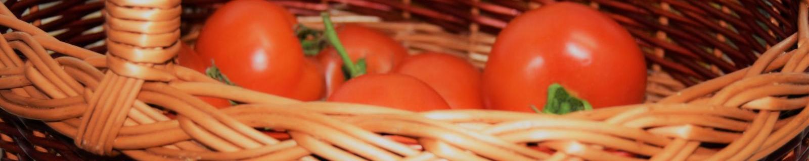 La comida mejor en cestas hechas con fibras naturales.