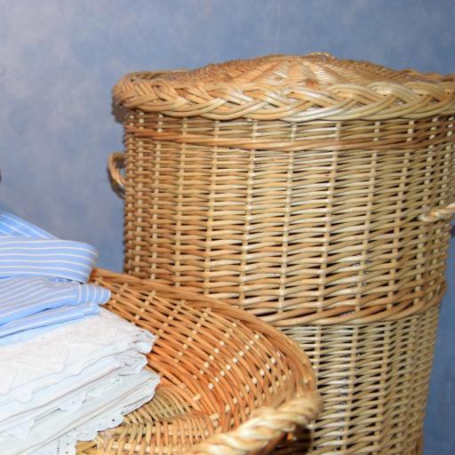 Cesto para ropa sucia de mimbre [1]