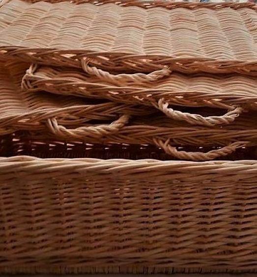 Bandejas de mimbre y cajones de mimbre