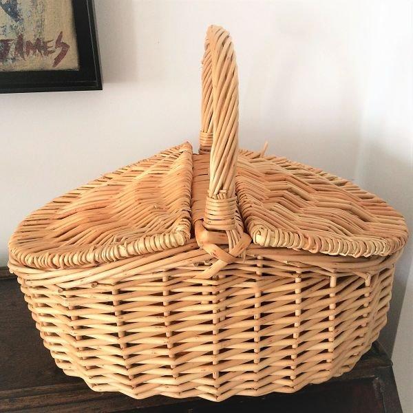 cesta de mimbre pequeña con tapas
