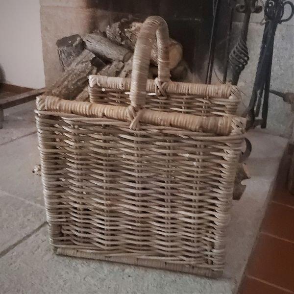 Leñera de ratán